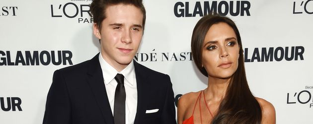 "Brooklyn Beckham mit Victoria Beckham bei ""Glamour Women Of The Year Award"""