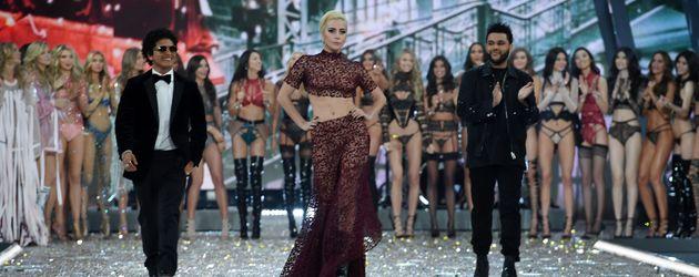 """Bruno Mars, Lady GaGa und The Weeknd bei der """"Victoria's Secret""""-Fashion Show in Paris 2016"""