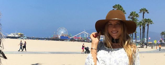 Cathy Hummels am Strand von Los Angeles