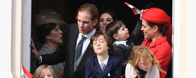 Charlotte Casiraghi mit Sohn Raphaël und anderen Familienmitgliedern in Monaco
