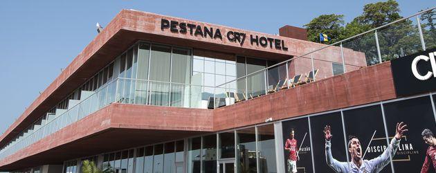 Im bett mit ronaldo cr7 er ffnet eigenes hotel auf for Haus auf madeira