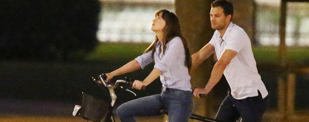 """Dakota Johnson und Jamie Dornan am Set von """"Shades of Grey"""""""