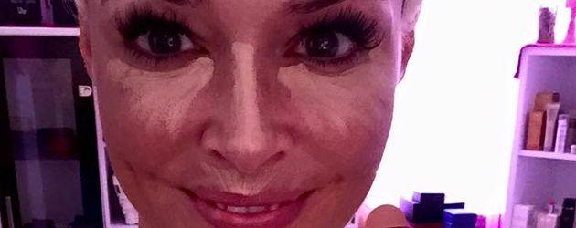 Daniela Katzenberger mit Schminke im Gesicht