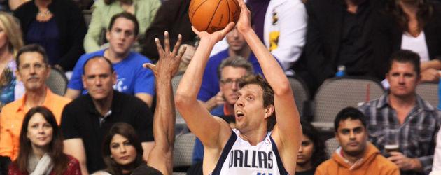 Dirk Nowitzki bei einem Basketball-Spiel