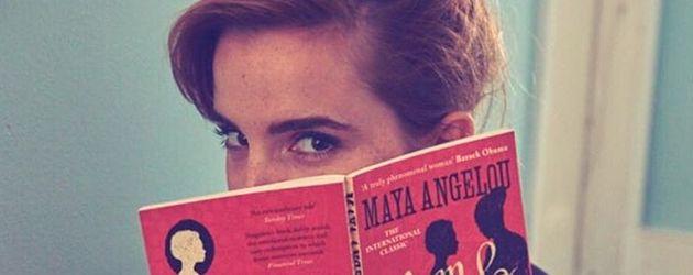 "Emma Watson mit Maya Angelous Biografie ""Mom & Me & Mom"""
