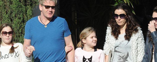 Gordon Ramsay mit seiner Frau und seinen drei Töchtern in der Freizeit