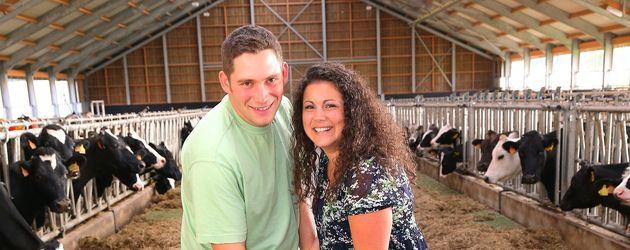 Guy und Victoria im Kuhstall