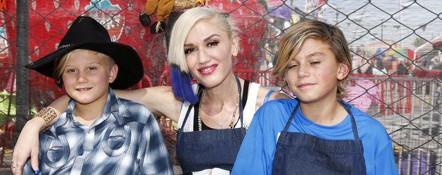 Gwen Stefani (m.) mit ihren Kindern Zuma und Kingston
