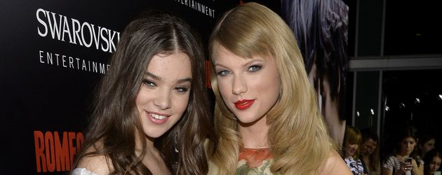 Hailee Steinfeld und Taylor Swift im Jahr 2013