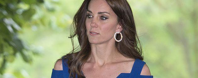 Herzogin Kate im blauen Abendkleid