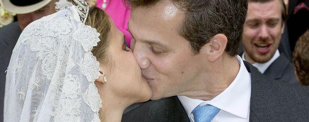 Hochzeitskuss: Prinzessin Alix de Ligne und Graf Guillaume de Dampierre