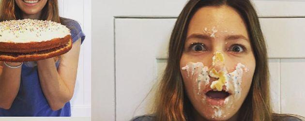 Jessica Biel mit Torte im Gesicht