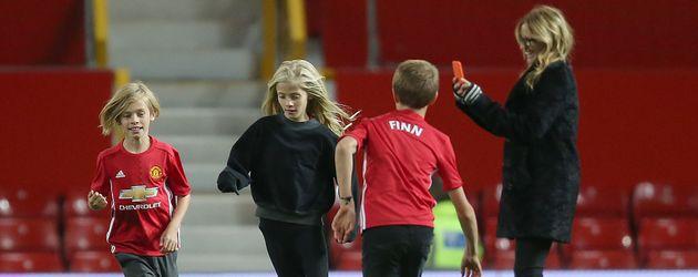 Julia Roberts und ihre Kinder im Fußballstadion in Manchester