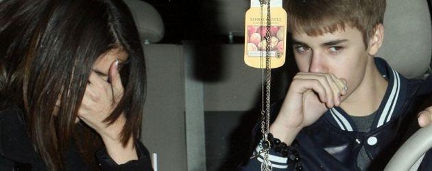 Justin Bieber und Sel im Auto unterwegs