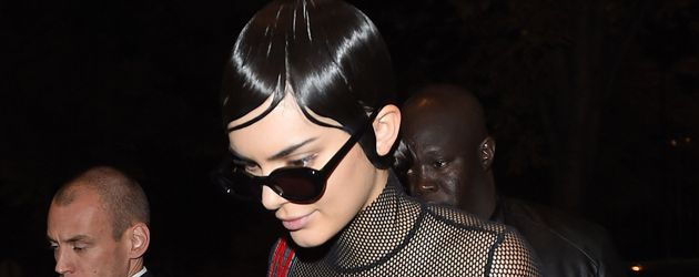 Kendall Jenner unterwegs in Paris