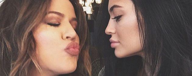 Khloe Kardashian und Kylie Jenner