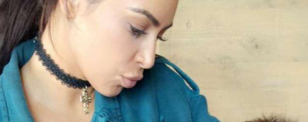 Kim Kardashian mit Chrissy Teigens Tochter Luna