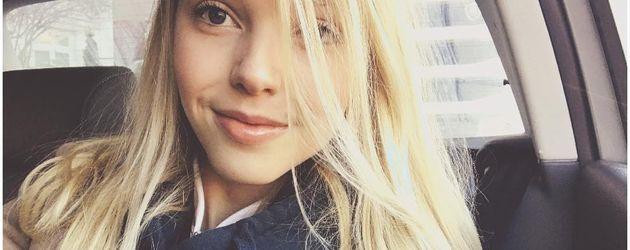 Kleine blonde bibi auf dem feldweg gefickt - 2 8