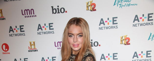 Lindsay Lohan im engen Mini-Kleid mit High Heels