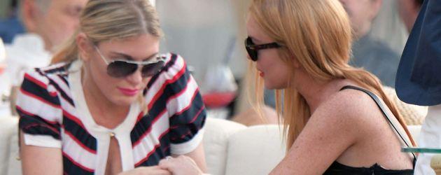 Lindsay Lohan (r.) auf Sardinien