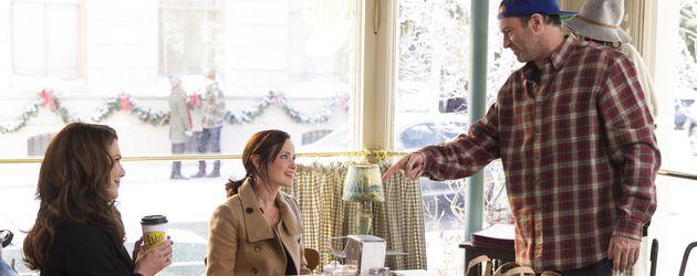 Lorelai und Rory Gilmore mit Luke in Luke's Diner