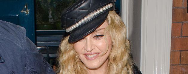 Madonna verlässt im Oktober 2016 eine Ausstellungseröffnung in London