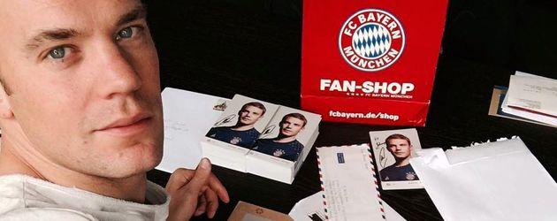Manuel Neuer mit Fan-Post