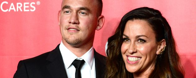 "Mario Treadway und Alanis Morissette bei der ""MusiCares Person Of The Year"" Gala"