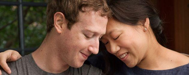 Mark Zuckerberg und Priscilla Chan mit ihrer Tochter Max kurz nach der Geburt