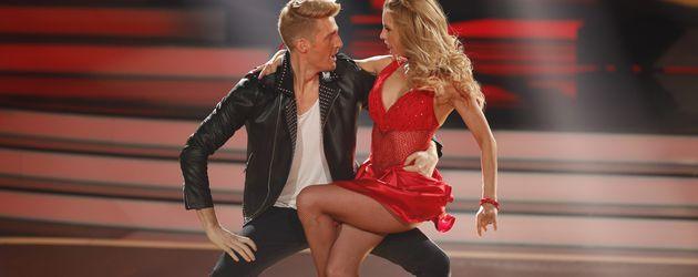 """Maximilian Arland und Sarah Latton während der fünften Show von """"Let's Dance"""""""