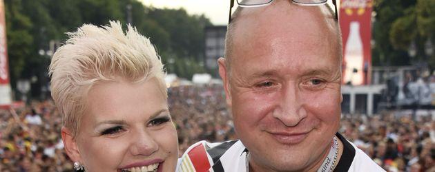 Melanie Müller und Mike Blümer bei der EM 2016 auf der Fanmeile in Berlin
