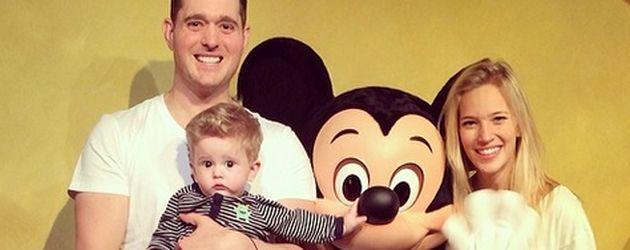 Michael Bublé mit seiner Frau Luisana und ihrem gemeinsamen Sohn Noah im Disneyland Paris