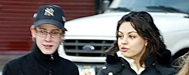 Mila Kunis und Macaulay Culkin im Jahr 2004