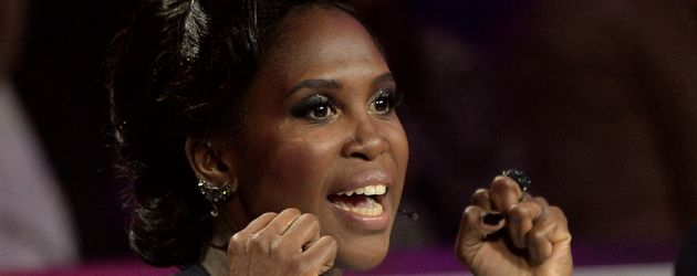 "Motsi Mabuse als Jurorin in der TV-Show ""Stepping Out"""