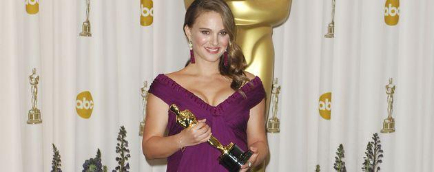 """Natalie Portman nach ihrem Oscar-Gewinn für """"Black Swan"""" 2011"""