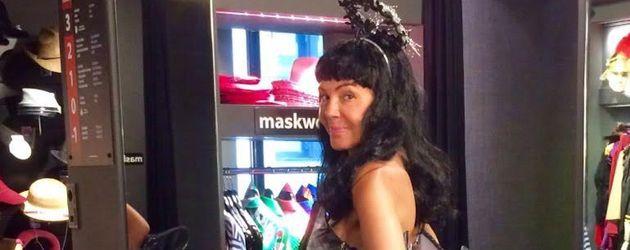 """Natascha Ochsenknecht im Kostüm """"Verbrannter Victoria's-Secret-Engel"""""""