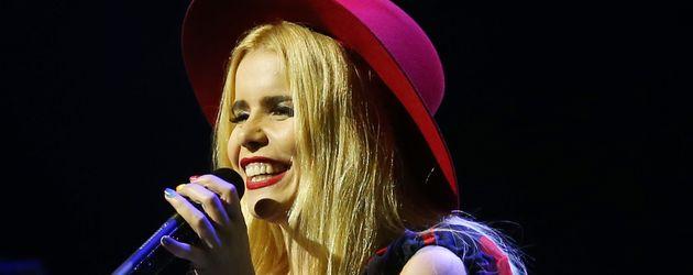 Paloma Faith bei einem Konzert in Singapur