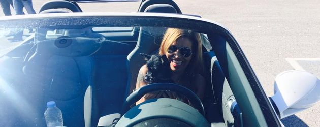 Sängerin Patricia Blanco mit Hund Joker