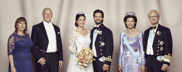 Prinz Carl Philip von Schweden, Sofia Hellqvist, Königin Silvia von Schweden und Carl Gustaf