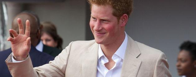 Prinz Harry in einem schicken, hellen Anzug