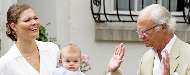 Prinzessin Victoria von Schweden, Prinz Oscar von Schweden und König Carl Gustaf auf Öland