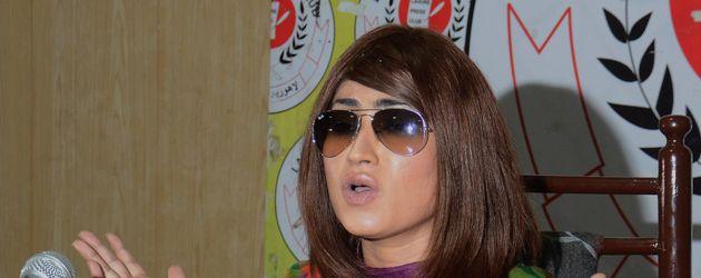 Qandeel Baloch bei einer Pressekonferenz