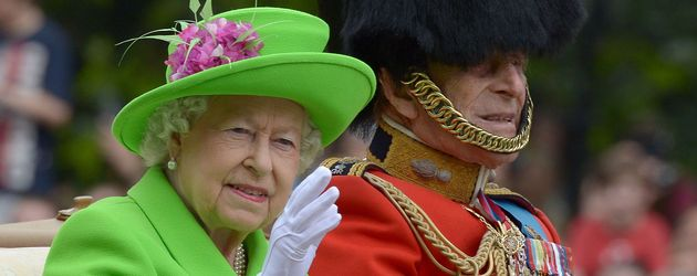 Queen Elizabeth II. und Prinz Philip bei der Trooping The Colour Parade in London