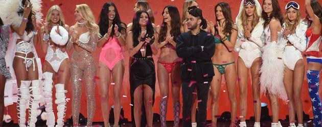 Selena Gomez & The Weeknd bei der Victoria's Secret Fashion Show 2015