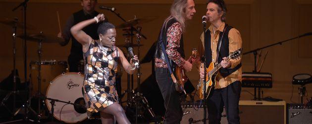 """Sharon Jones und die """"Patti Smith Band"""" 2016 in New York"""