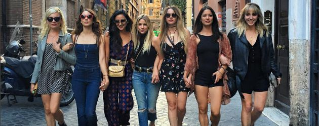 Troian Bellisario, Shay Mitchell und Ashley Benson mit Freundinnen in Italien