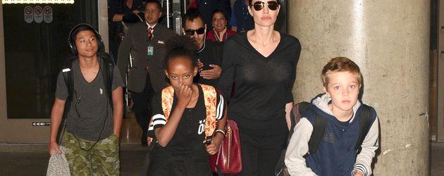 Angelina Jolie mit Shiloh, Zahara, Pax Thien und Maddox