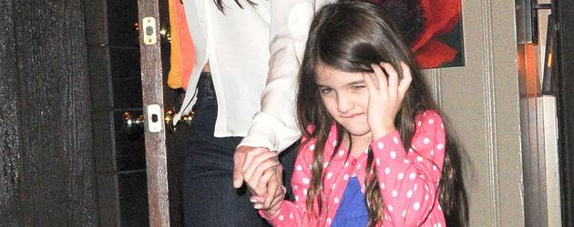Suri Cruise und Katie Holmes Hand in Hand
