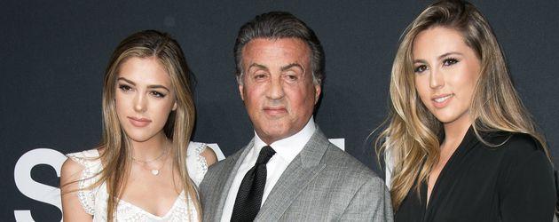 Sylvester Stallone mit seinen Töchtern Sistine (li.) und Sophia