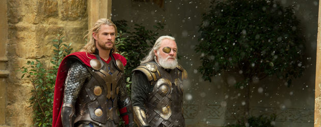 Chris Hemsworth und Anthony Hopkins